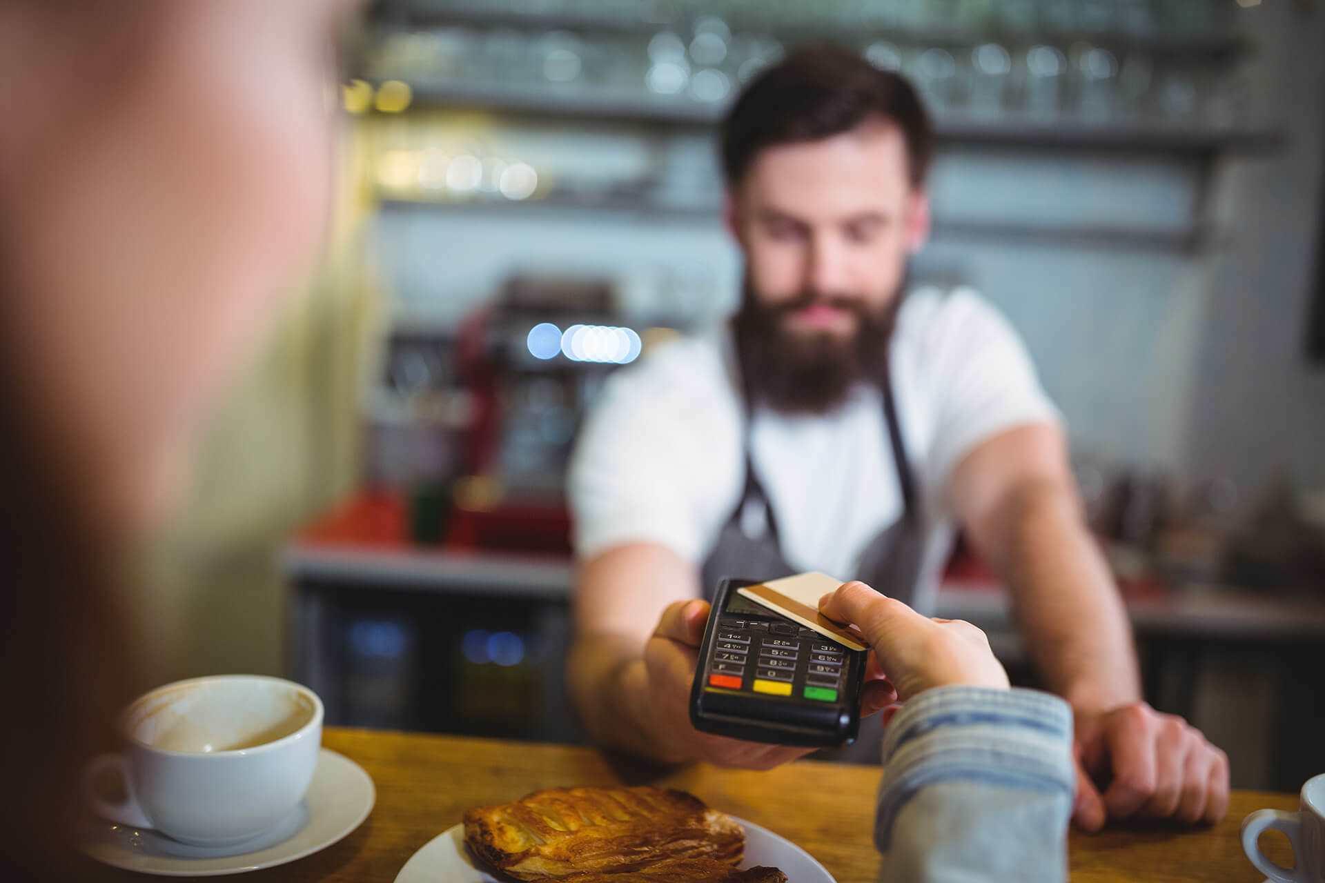 Il caffè? Lo pago con il bancomat